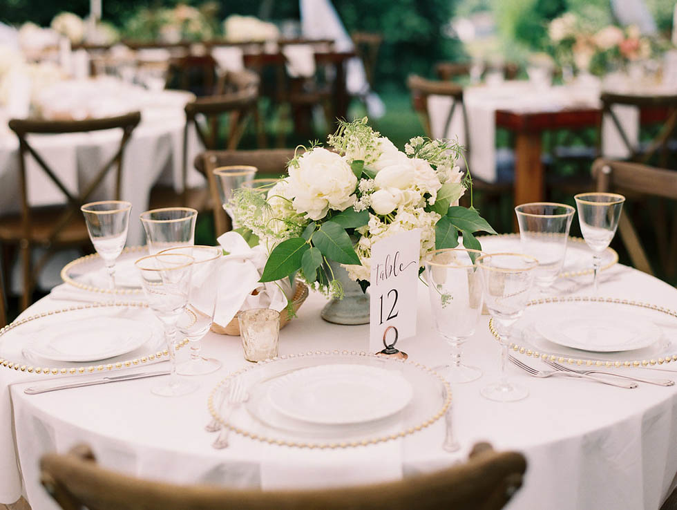Ciccone-Vineyard-wedding-table-white-flowers
