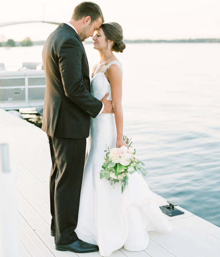 Groom and bride Lake Michigan wedding