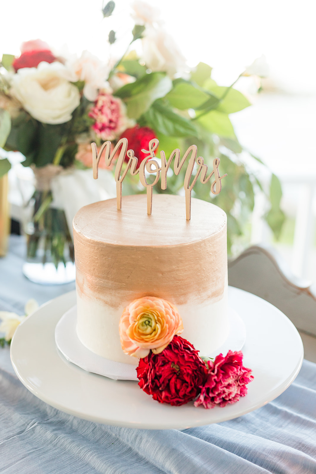 Gold and white cutting cake