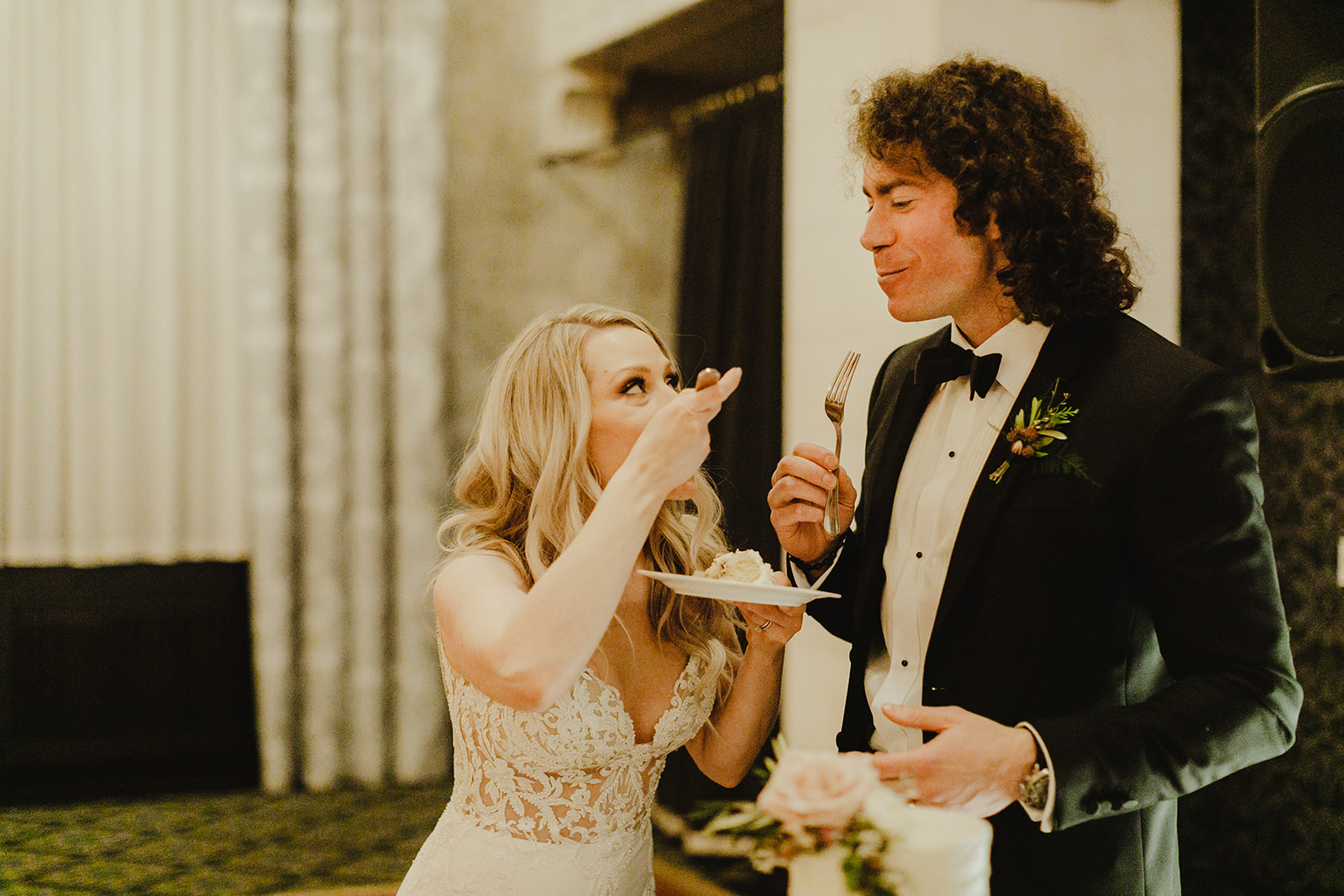 A couple enjoying cake during their Grand Rapids, Michigan wedding