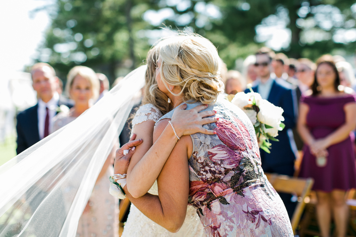A bride hugging her mother