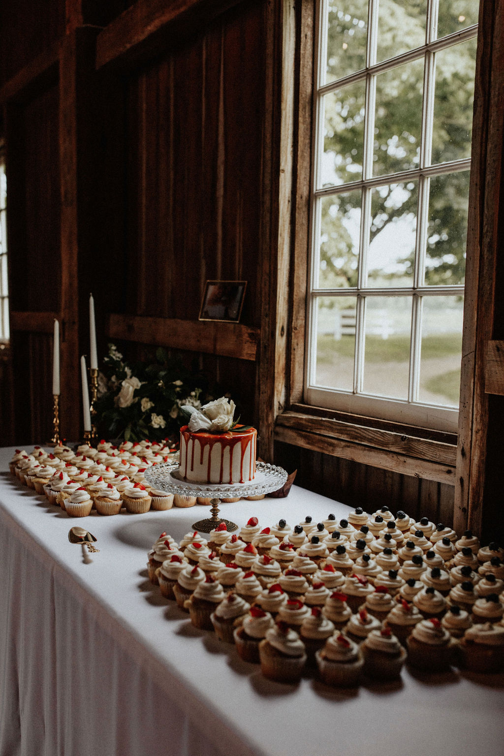 A Cakabakery dessert table set