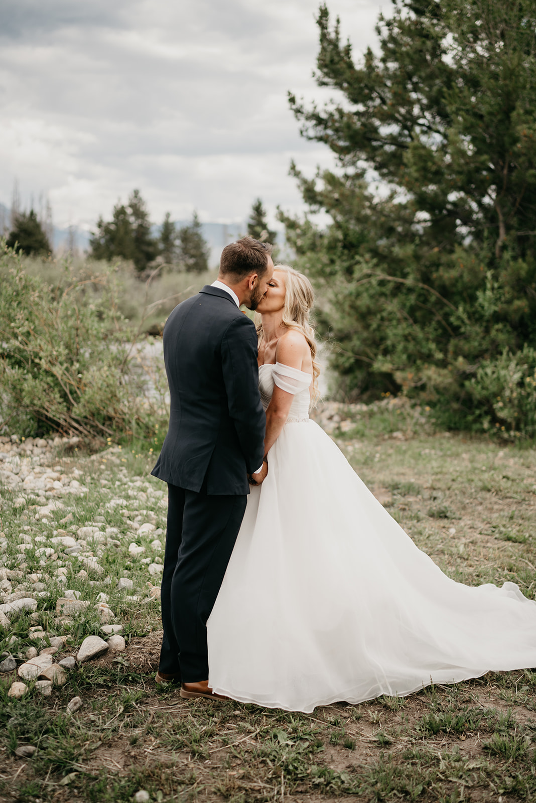 Couple kissing before their Grand Lake, CO wedding