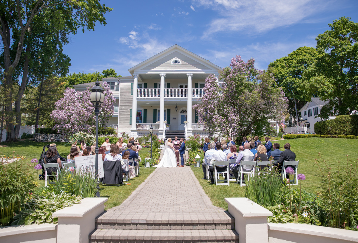 Couple eloping on Mackinac Island in Michigan