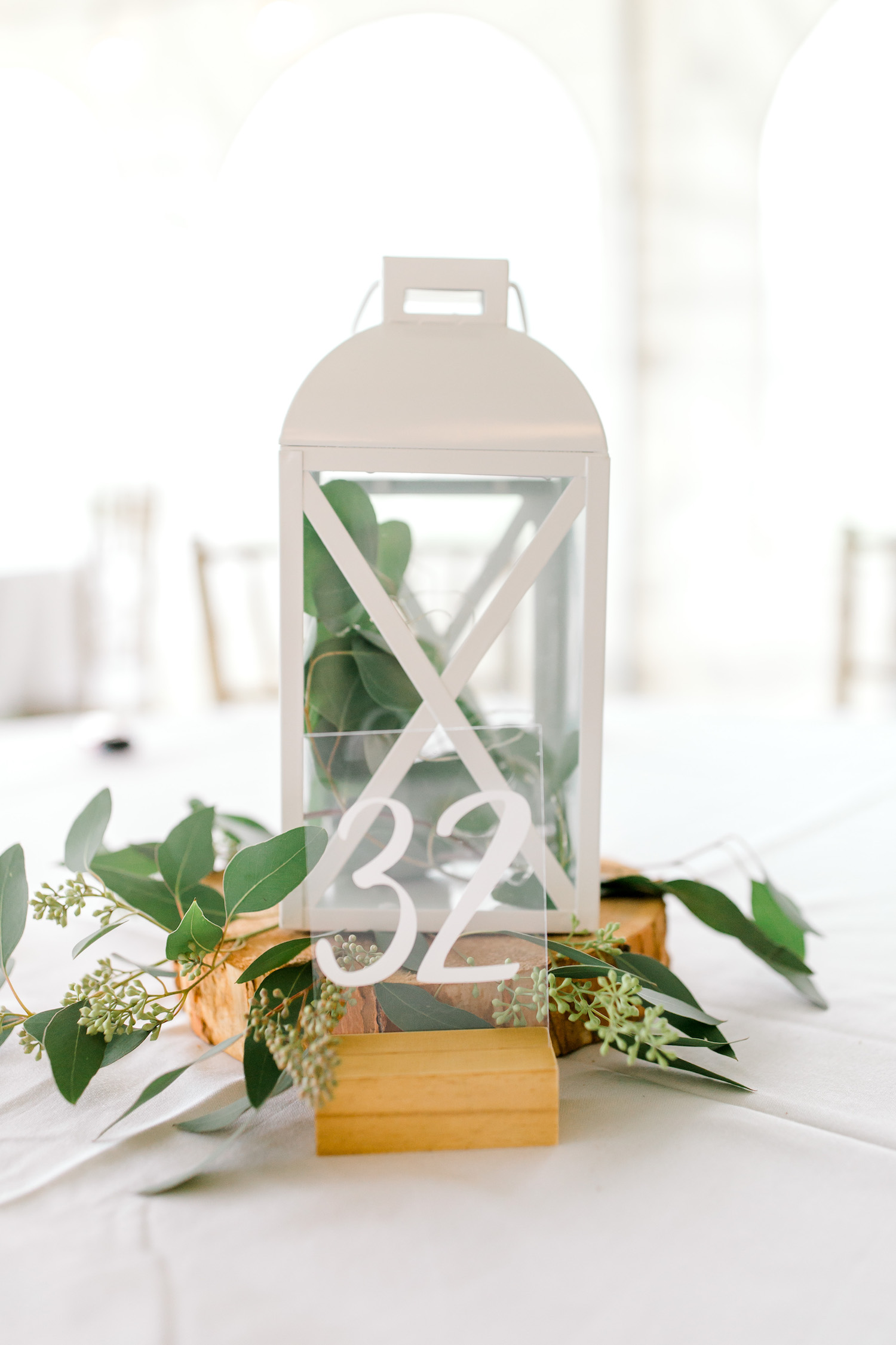 Table number and lamp decor