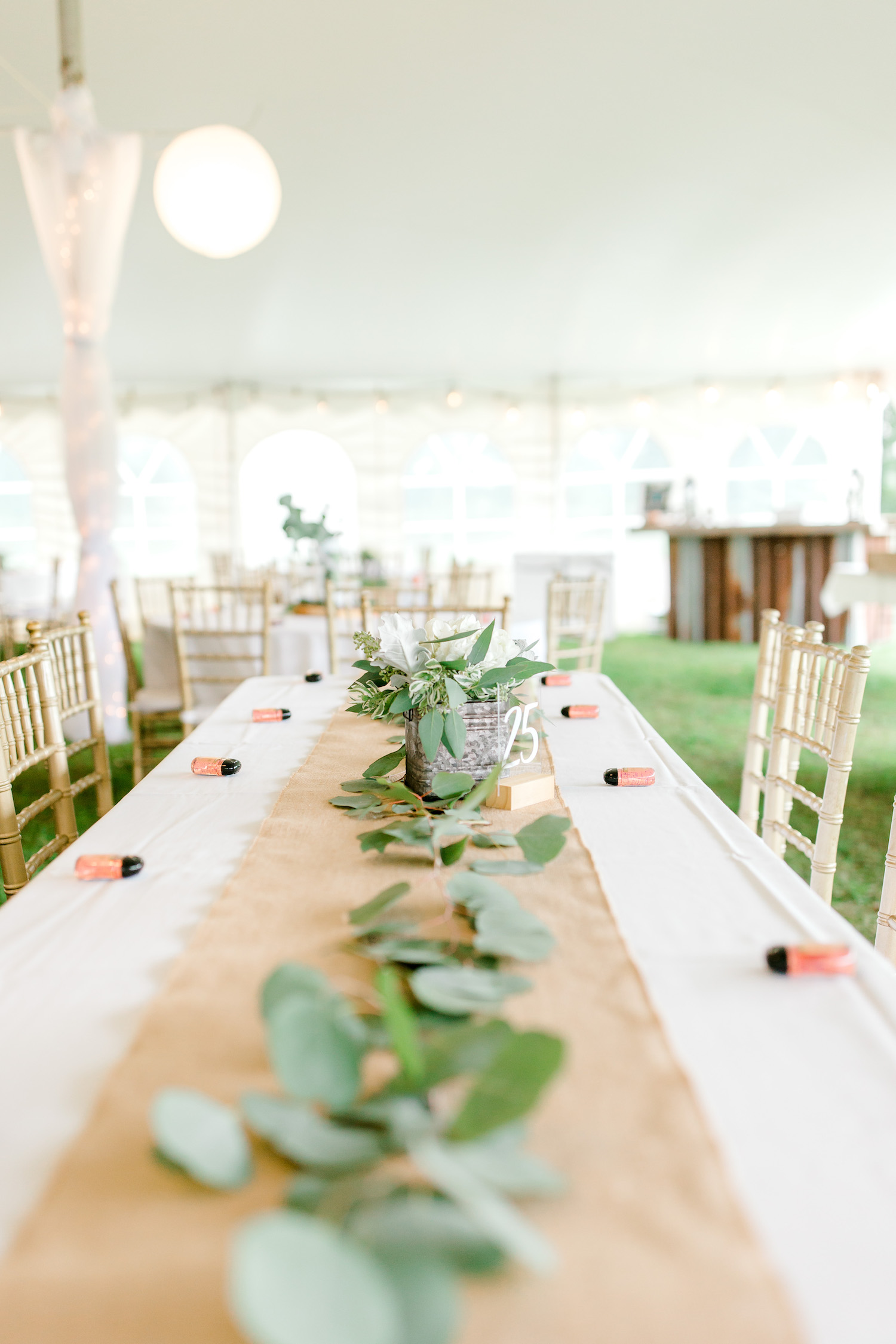 Table decor and florals of Wallinwood Springs Golf Course wedding