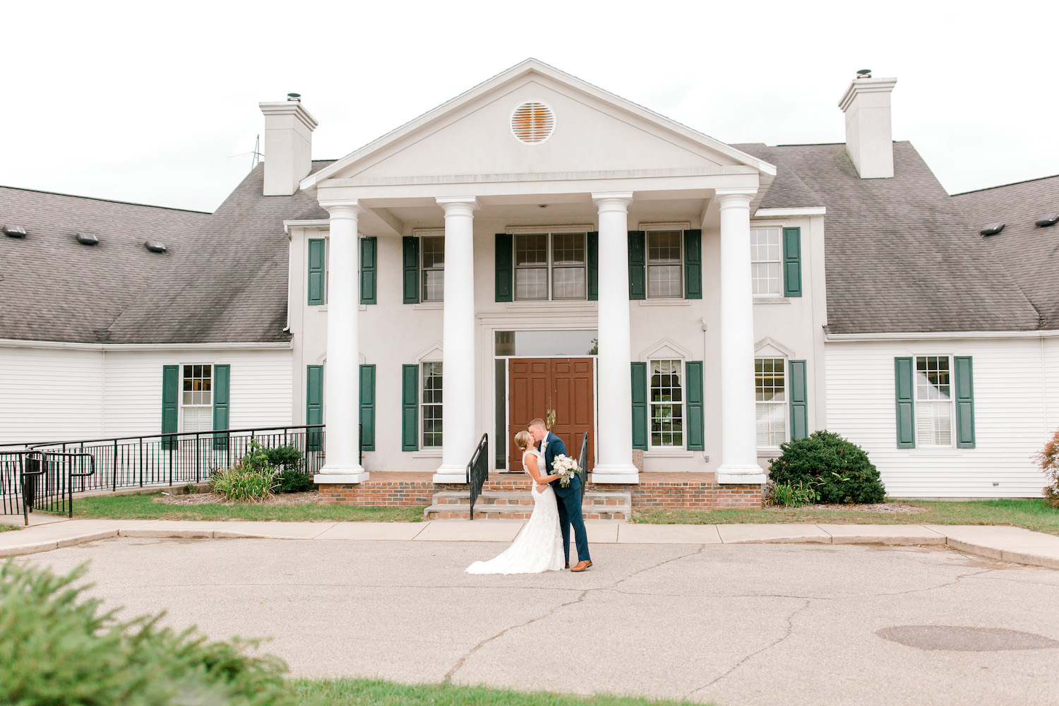 Bride and groom kissing at Wallinwood Springs Golf Course wedding