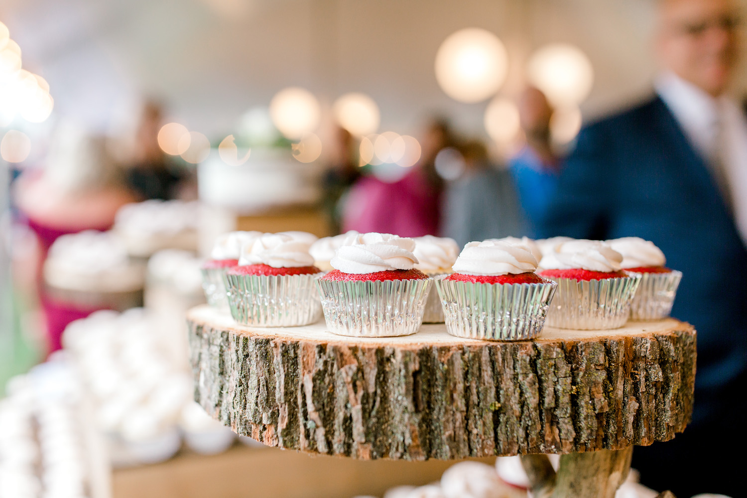 Wallinwood Springs Golf Course wedding cupcakes on stand