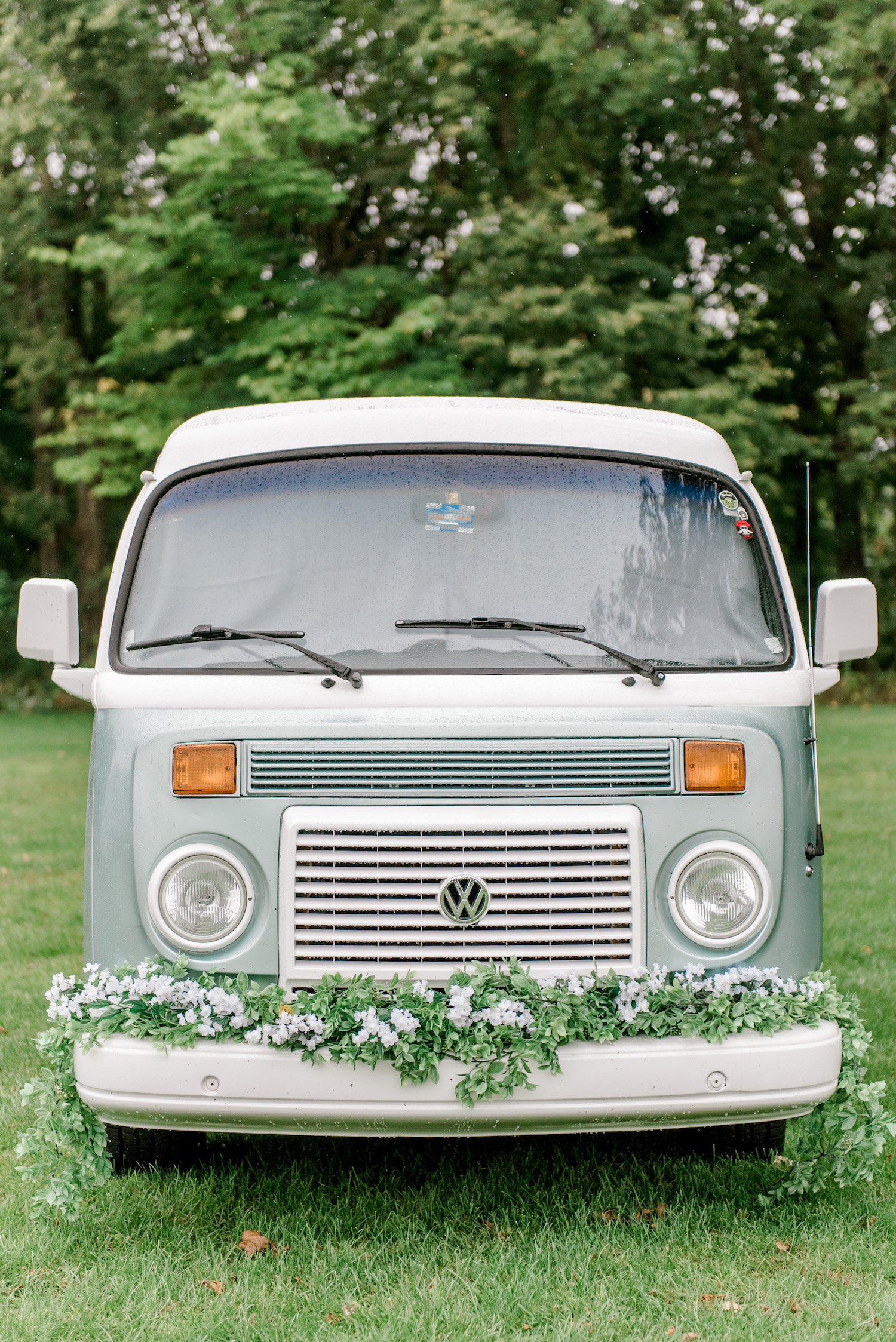 Old van with florals on the bumper for Wallinwood Springs Golf Course wedding