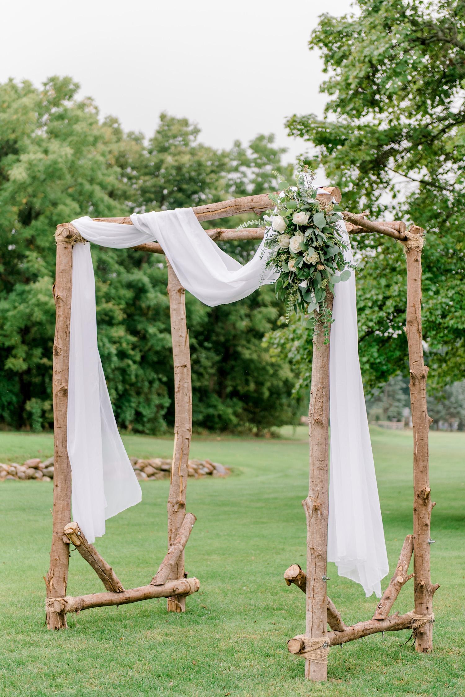 Wallinwood Springs Golf Course wedding arch