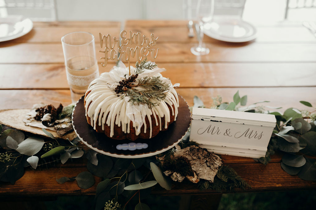 Bundt cake next to mr & mrs sign for Frankfort, IL Wedding