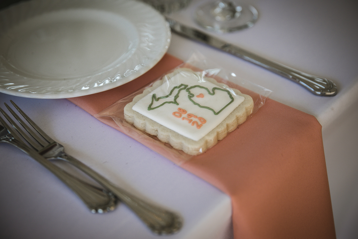 Guest cookie favors at place setting